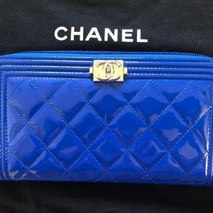 44e5d3edbfe4 CHANEL boy zip around blue quilted patent leather